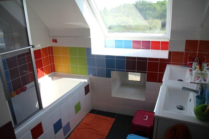 rainbow bathroom Salle de bain arc-en-ciel couleurs salle d'eau colorée Multicolore