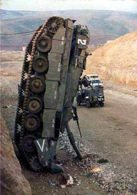 事故を起こした戦車03
