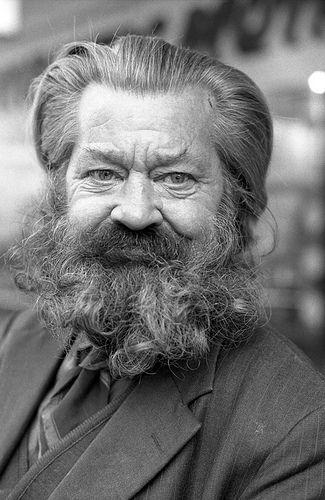 photo David Wadelton:  Homeless man on Swanston Street 1976. Melbourne Australia