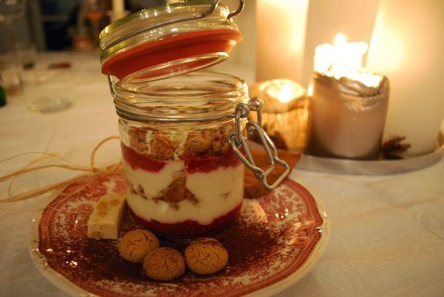 Fixes Dessert im Glas - Mascarponecreme mit Amarettini und Himbeeren