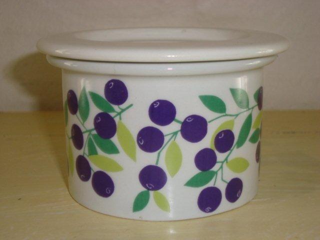 """ARABIA """"Pomona"""" 1960s designed by RAIJA UOSIKKINEN jam pot/marmeladekrukke. #Arabia #Pomona #Uosikkinen #marmeladekrukke. From www.TRENDYenser.com. SOLGT."""