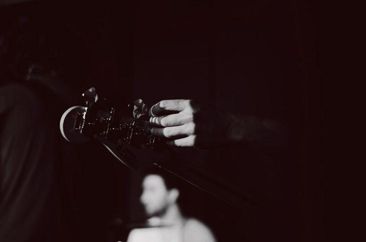 11/02 Federico Colombo - Born by Chance live all'Arci Blob di Arcore, Monza Brianza. Fotografie di Chiara Arrigoni.  #bornbychance #arciblob #arcore #milano #concerto #music #livemusic #blackandwhite #bass #fender #details #basso