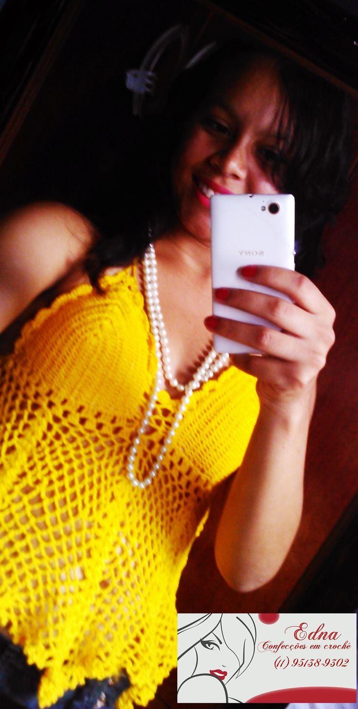 Lindo cropped amarelo em crochê .