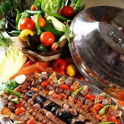 Turks eten. Kebab.