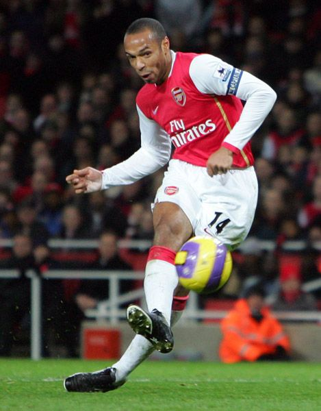 Thierry Henry Arsenal kicking ball
