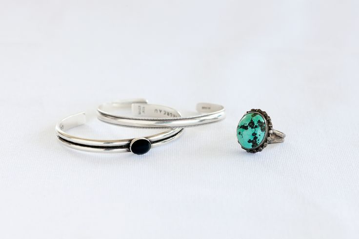 Trucs et astuces de grand mère ou comment nettoyer des bijoux au vinaigre. Technique facile à faire soi même pour bijoux en argent qui ont terni.