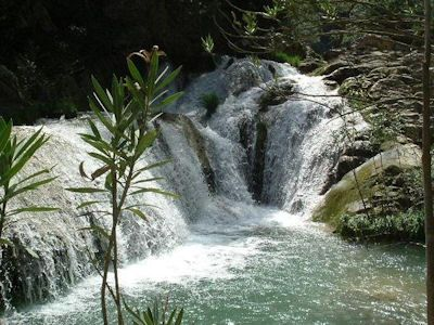 Polilimnio_waterfalls.jpg (400×300)