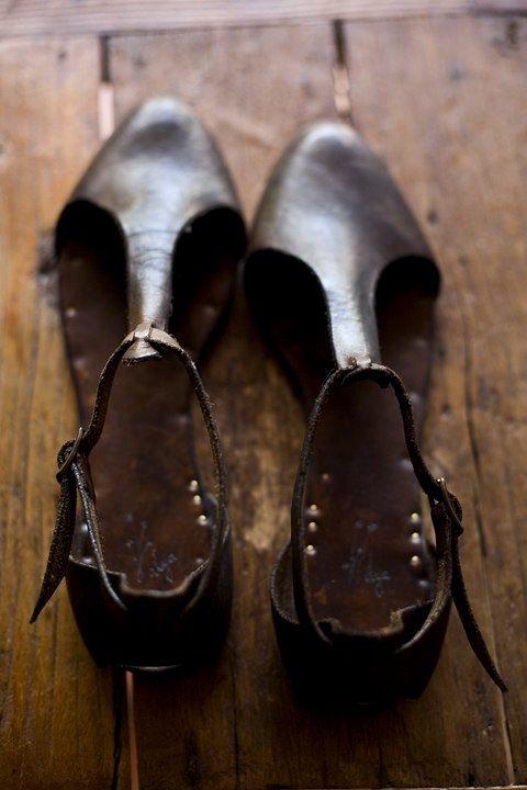 . old-fashioned simplicity . abk custom leather craft