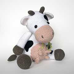 Klaartje the cow amigurumi crochet pattern by Christel Krukkert