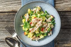 Lauwwarme salade met gerookte forel, aardappel, boontjes, appel en tuinkers