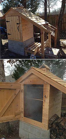 Деревянная самодельная коптильня для горячего и холодного копчения.