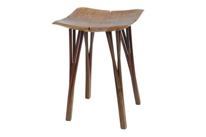 フラワースツール - 座面を花びらの様に作ったスツール。座面を削った後、四隅を持ち上げる角度に切り直してから接合してあります。脚は途中まで切り分けてから広げてねじってあります。   COS KYOTO Online Store