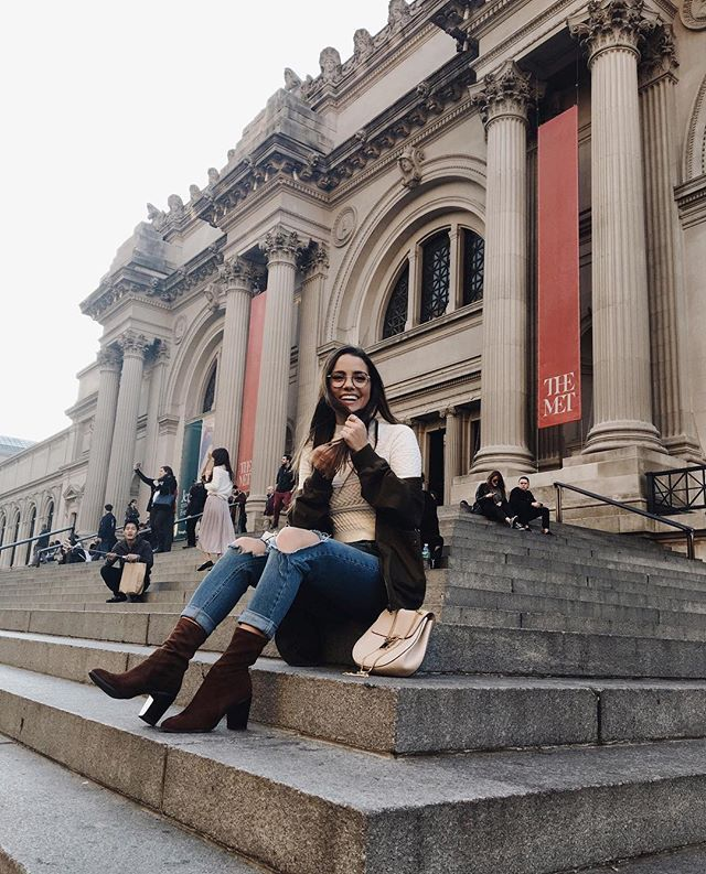The wind was ruining my Blair Waldorf moment // So happy you guys are loving my new NYC guide in the upper east side. Link in my bio to watch!