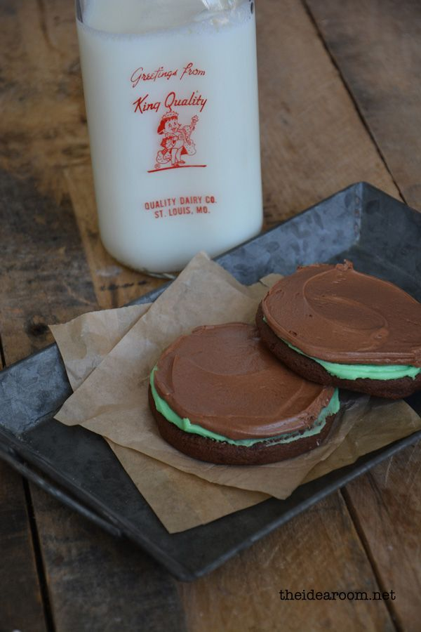 Brownie Mint Cookie Recipe.  These are a great dessert to share with friends or bring to a party. Chocolate Brownie Cookies with a delicious mint frosting and chocolate frosting. | theidearoom.net