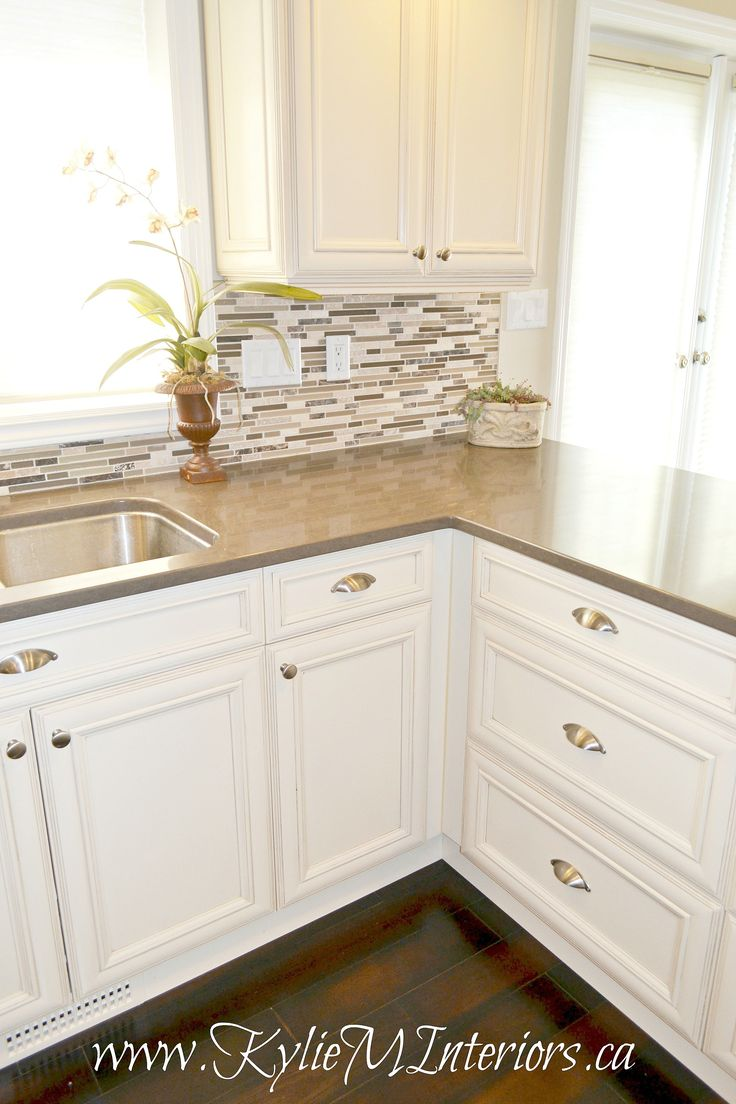 Kitchen-with-painted-cream-cabinets-quartz-countertop-dark-wood-flooring-and-stainless-steel-and-travertine-mosaic-tile-backsplash.jpg (2212×3318)