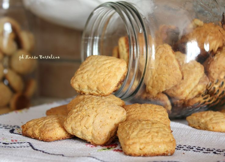 Biscotti con farina di farro:fragranti grazie all'uso di questo particolare cereale e alla presenza del latte in polvere che gli regala un sapore unico.