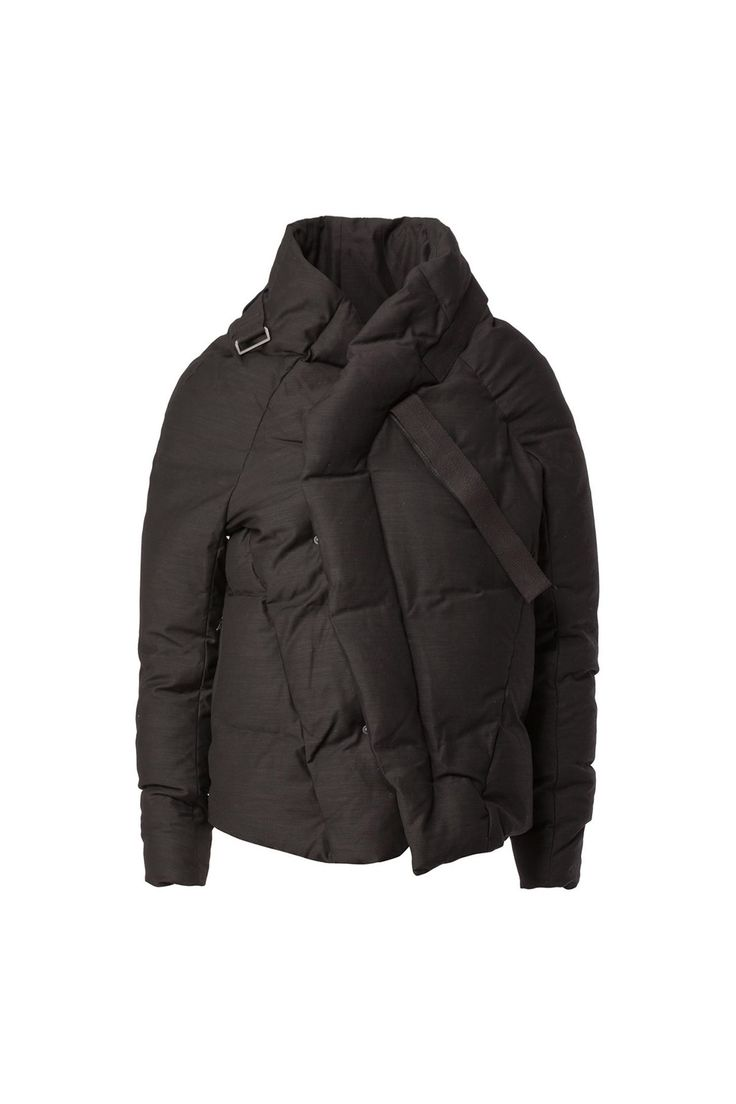 Black wool-linen-cotton blend padded jacket from Julius. Outer: 48% cupro, 20% cotton, 19% wool, 8% linen, 5% nylon / Lining: 63% cupro, 37% nylon Made in Japan