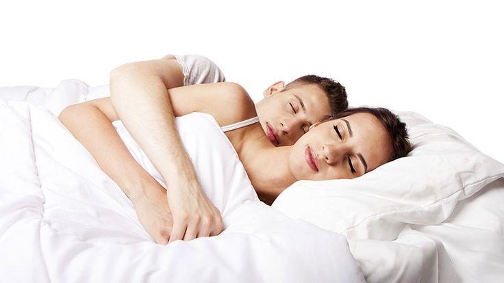 Mejores posiciones para dormir en pareja y seguir enamorados - http://www.lea-noticias.com/2016/06/12/mejores-posiciones-para-dormir-en-pareja-y-seguir-enamorados/