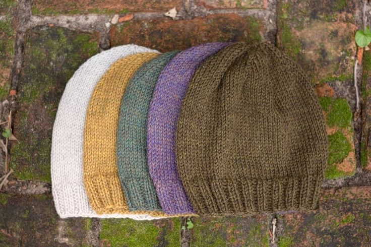 This classic hat is a basic piece suitable for anyone and is lovely in any color. The pattern is simple and quick and is perfect for beginners. Free pattern Classic Knit Hat PDF