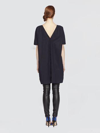 Zwarte jurk 'Dragon Fruit' Designed by LikeThis Zwarte jurk met décolleté in de rug 100% lyocell