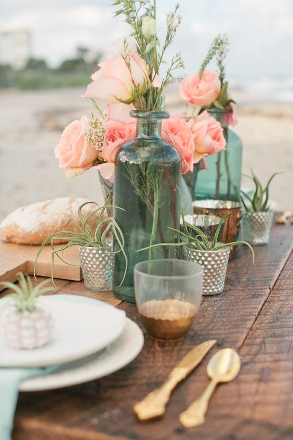 love this mix of florals & succulents (air plants)?