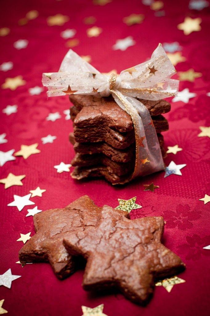 / / Sablés / / Chocolat - Noisette / / Etoiles / / Ruban / / Blanc & Doré / /
