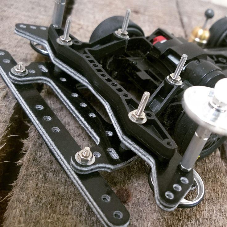 Custom rear setup, unlike standard J-Style, here using carbon reinforced rear stay.