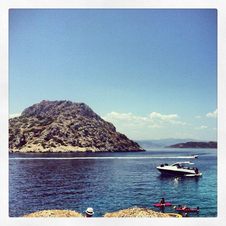 Aponisos Island