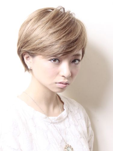 ショートボブ Longer pixie cut with side bangs