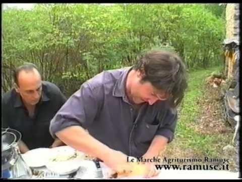 Gennaro Contaldo in Le Marche Agriturismo Ramuse - Pollo al forno ripieno di castagne e tartufi