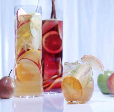 Van Gogh Dutch Appel Sangria - Fun Fall Theme Sangria (use of apple and pear fruits) Yum!