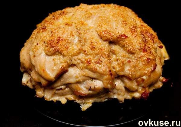 "Курица "" удиви соседку"" (кунная грудка, лук, морковь, кунжут)"