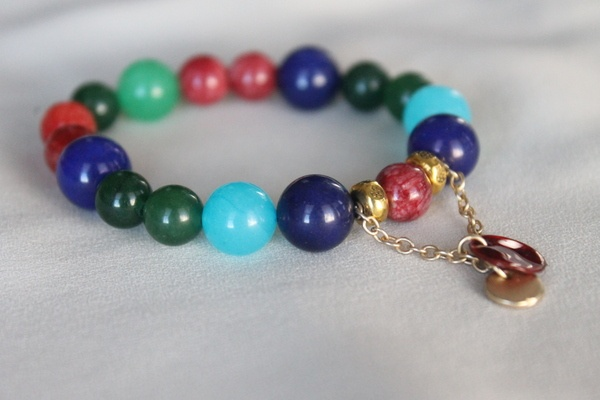 Colourful beaded bracelet on stretchy elastic with dangling golden chain and round charms