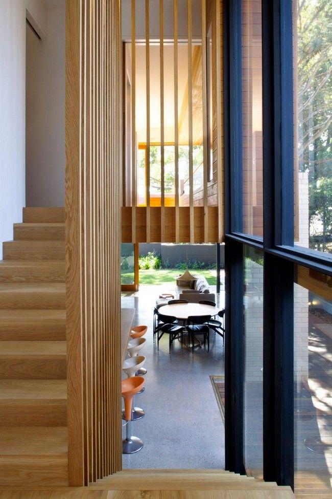 Escaliers avec garde-corps en planches (bon pour la luminosité) + bois