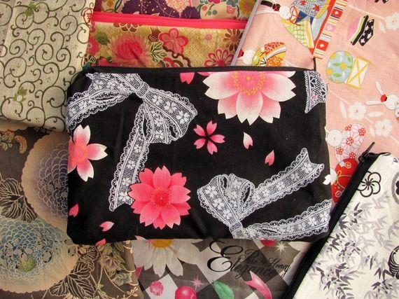 Trousse pochette tissu japonais noir, rose  et blanc, fleurs de cerisier et rubans
