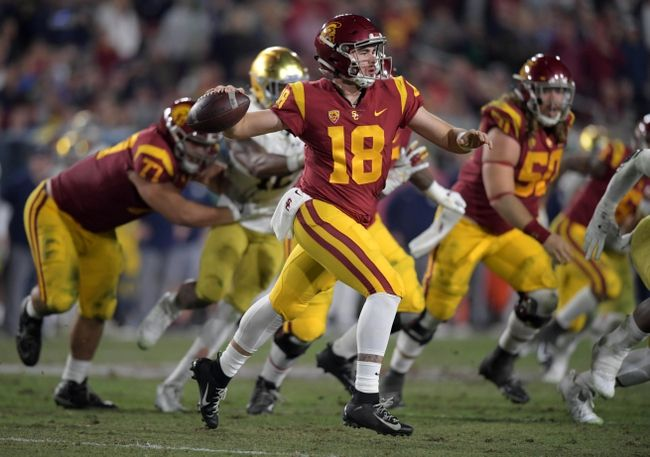 The Usc Quarterback Here Is Definitely Getting A Great Roll Out Here In This Game Usc Ncaaf Collegefootbal College Football Picks Football College Football