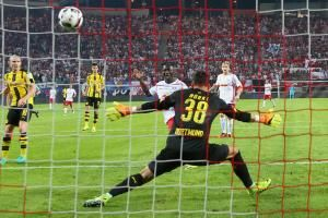 RB Leipzig zwingt BVB-Fans, ihre Trikots auszuziehen