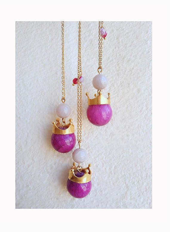 Jade necklace, Long Boho necklace, Gemstone necklace, Crown pendant necklace, Purple, Gold necklace, Everyday necklace, Simple, Colorful  Gorgeous whimsy boho necklace made with an 18mm purple-fuchsia jade bead adorned with a gold crown! Dainty gold plated steel chain, decorated with pink-purple agate beads and a light grey jade bead.  A lovely everyday necklace for all the beautiful queens out there! :)  Length: 35in  The color of the purple-fuchsia jade bead may vary because of the fact…