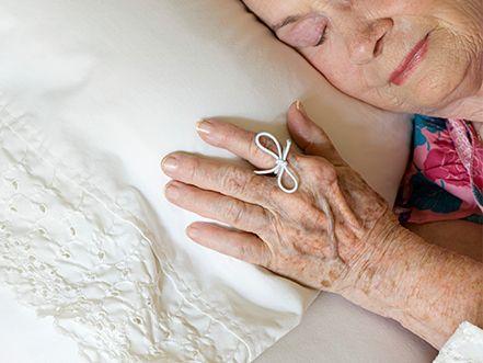 Você sabe o que são manchas senis? Entenda o que são essas manchas na pele e, para suavizá-las, faça em casa a Máscara anti-idade para manchas senis!