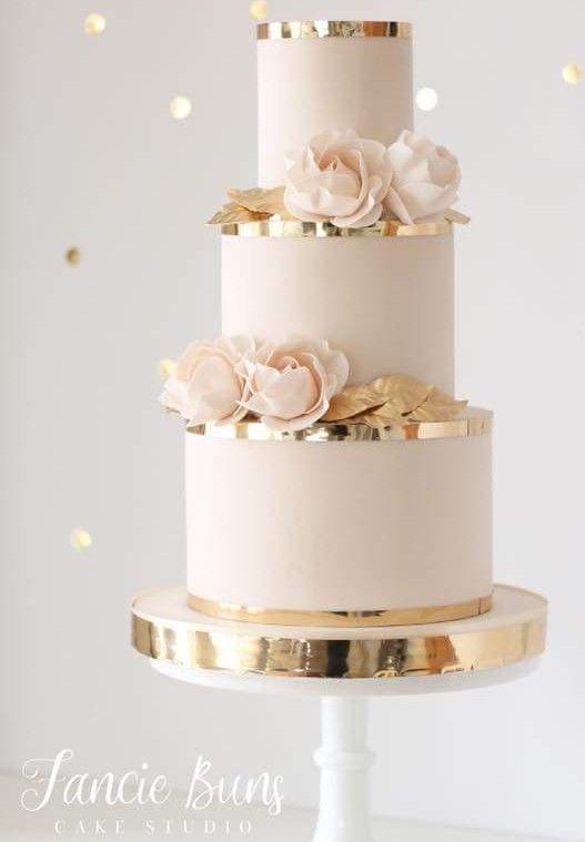 Erröten Sie rosa und roségoldfarbene Hochzeitstorte mit …   – Hochzeitstorten!
