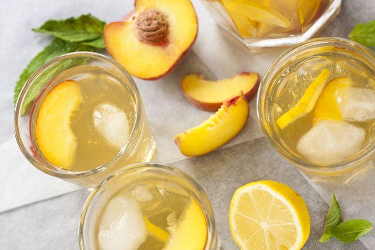 Homemade Ice Tea met Perzik en Citroen, ideaal om even snel te maken en lekker fris tijdens warme zomerdagen.