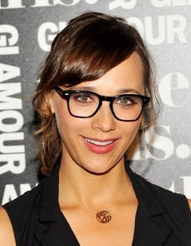 Hollywood trend alert: natural, minimal makeup with bold eye glasses