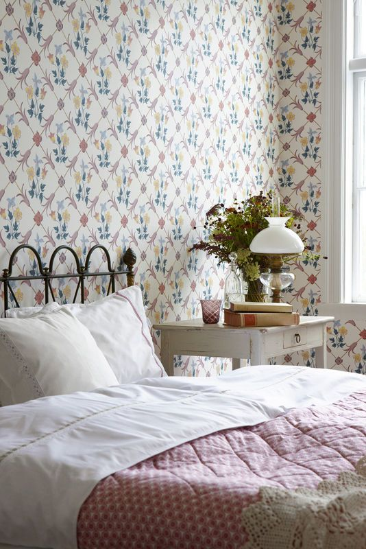 Kolorowa tapeta w sypialni / Colorful wallpaper bedroom design.