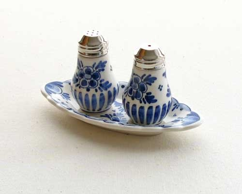 delft salt and pepper shakers : salt and pepper dinnerware - Pezcame.Com