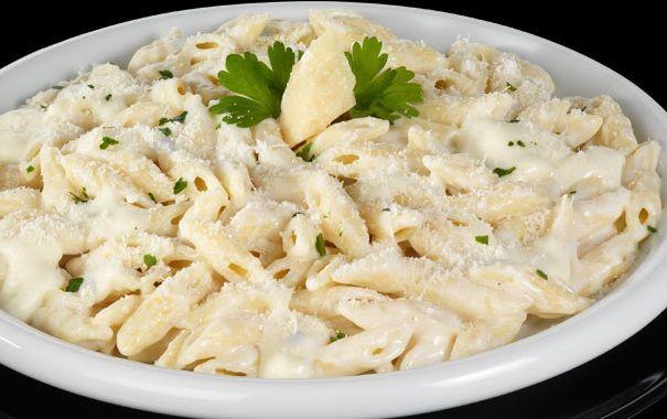Dedicata agli amanti dei formaggi questa ricetta decisamente golosa: Pennette ai 4 Formaggi (variante senza Gorgonzola). Ricetta adatta anche ai Vegetariani. Velocissima da preparare.
