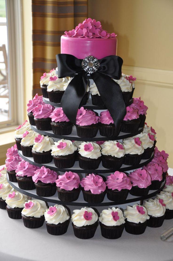 Hello les filles, Vous cherchez une idées originale pour échapper a la traditionnelle pièce montée en choux ? Et si vous optiez pour les cupcakes ? Visuel, modernes et déclinables...