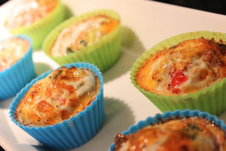Munakasmuffinssit ovat hauska variaatio tutusta aamupalasta. Katso tästä kuinka munakasmuffinssit valmistetaan!