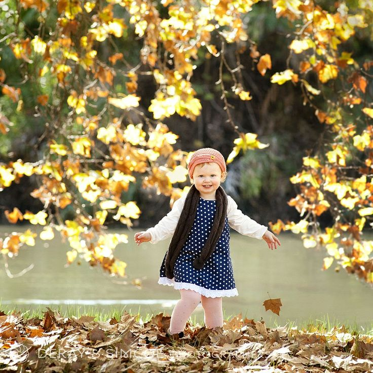 What to wear to a family portrait? Gorgeous warm toned Autumn leaves contrast beautifully with a crisp navy polkadot dress. Don't forget about accessories like children's scarves & hats. Photography by DeRay & Simcoe