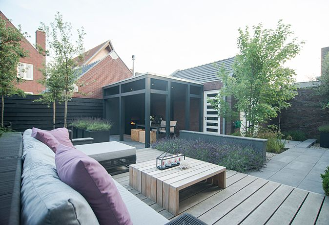 Sfeervolle stadstuin met veranda www.buytengewoon.nl Bart Bolier - Tuinarchitect ontwerp@buytengewoon.nl tuinontwerp | tuinrealisatie