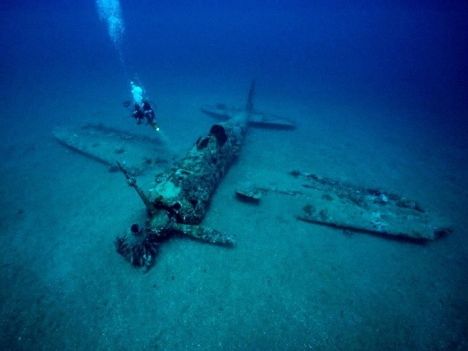 Sunken Japanese plane   SUNKEN Planes, Subs & Tanks ...